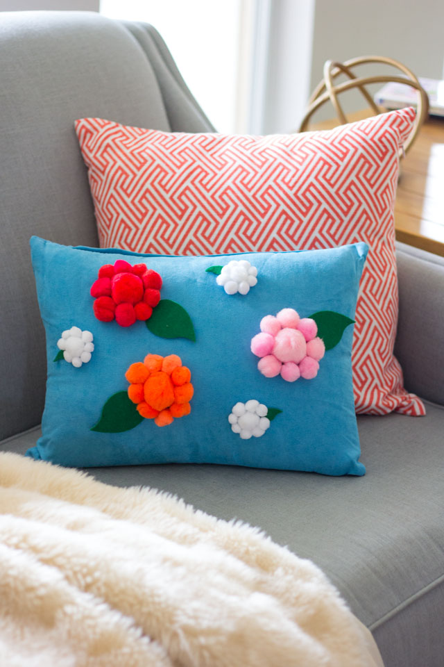 DIY pompom spring flower pillow (via www.designimprovised.com)