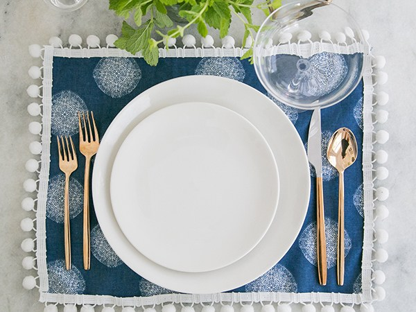 DIY pompom placemats (via sugarandcharm.com)