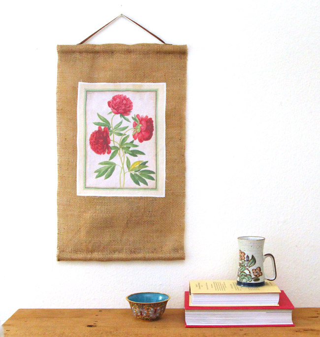 DIY burlap and flower wall art (via www.apieceofrainbow.com)