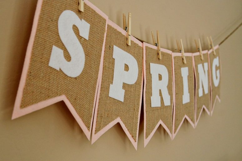 DIY burlap and felt spring bunting (via seevanessacraft.com)