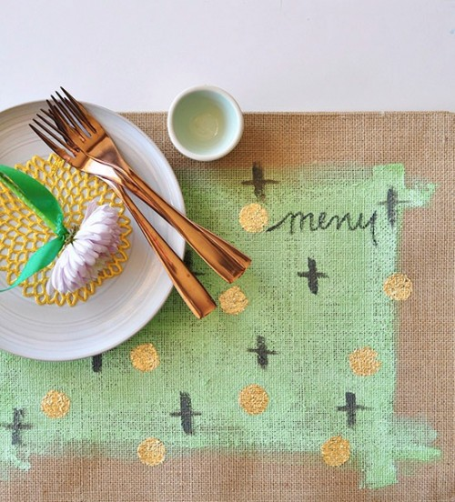 DIY mint and gold foil placemat (via www.shelterness.com)