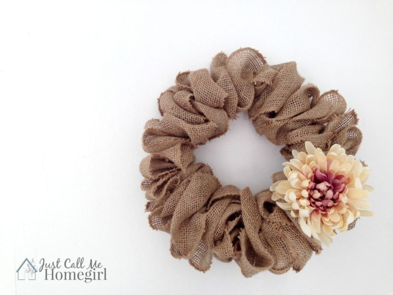 DIY burlap wreath that can be styled for any season (via justcallmehomegirl.com)