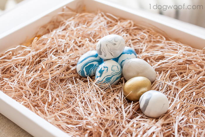 DIY marbelized clay Easter eggs (via www.1dogwoof.com)
