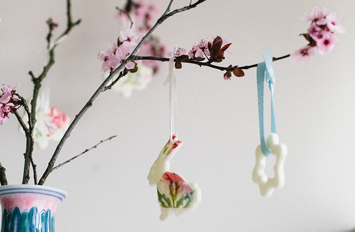 DIY cherry blossom bunny Easter ornaments (via wallflowerkitchen.com)