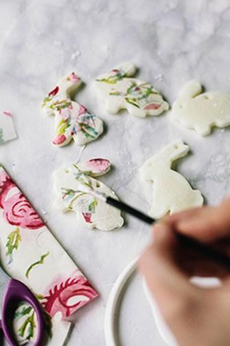 DIY blossom bunny-shaped Easter ornaments (via wallflowerkitchen.com)
