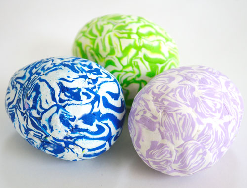 DIY polymer clay Easter eggs (via www.creativeinchicago.com)