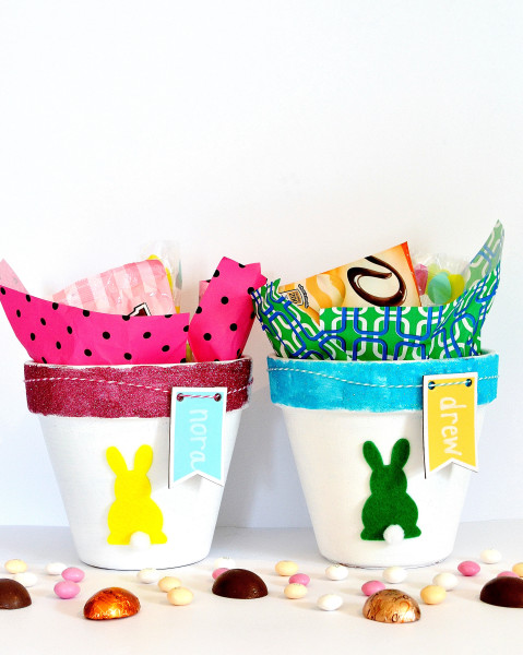 DIY Easter pots with sweets for gifts (via www.burlapandblue.com)