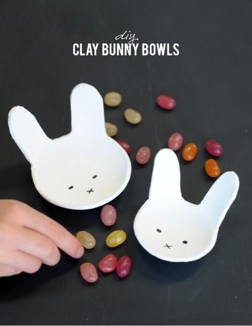 DIY bunny clay Easter bowls (via www.shelterness.com)