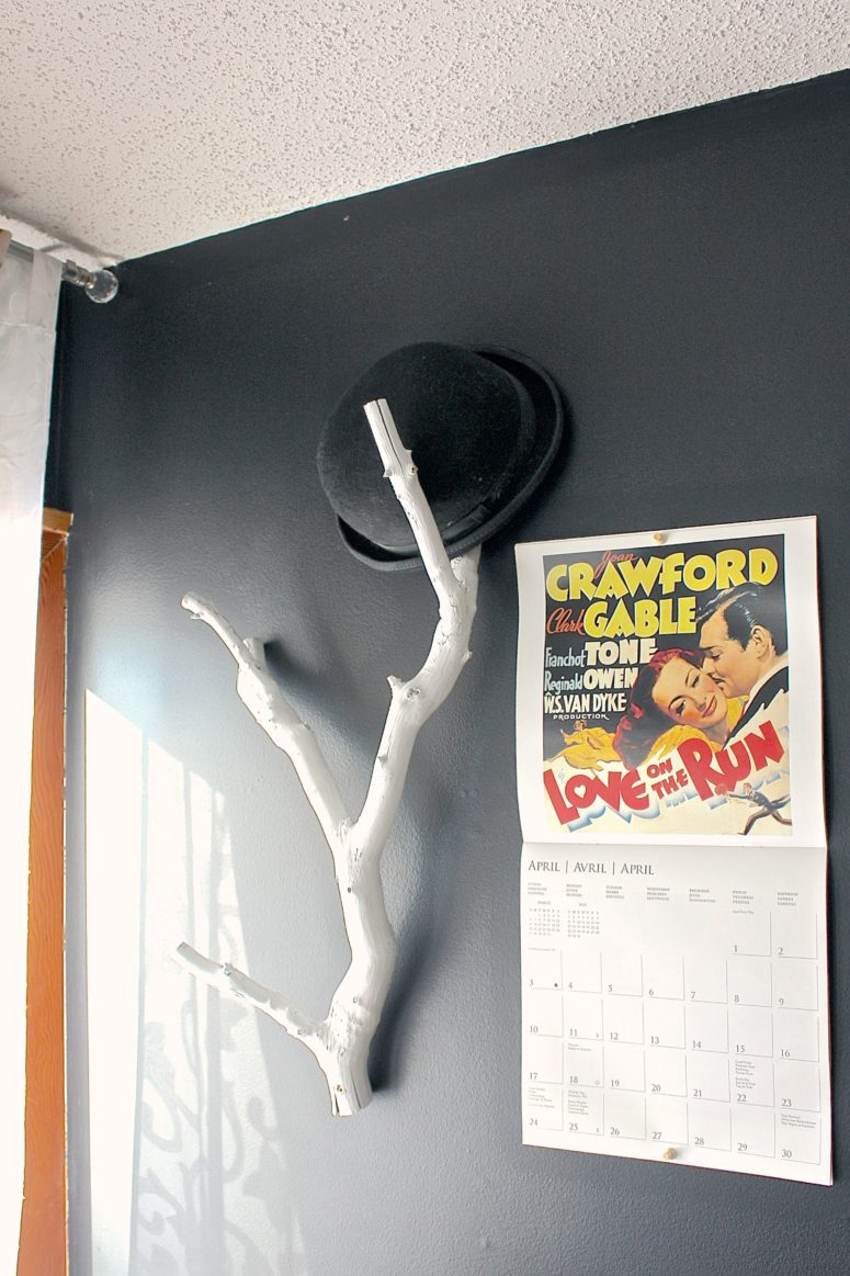 DIY whitewashed branch hat rack (via https:)