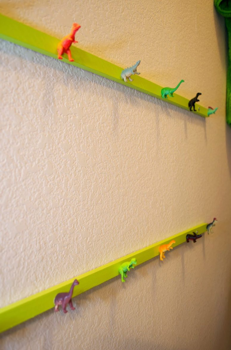 DIY dinosaur hat rack (via crazycozads.blogspot.ru)