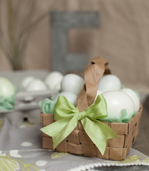 DIY paper Easter egg baskets from grocery bags (via www.shelterness.com)