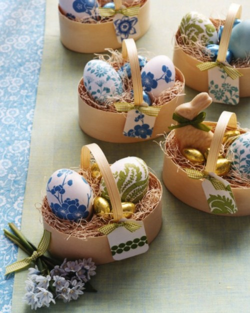 DIY paper napkin decoupage Easter eggs (via www.shelterness.com)