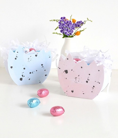 DIY speckled eggshell Easter baskets (via www.shelterness.com)