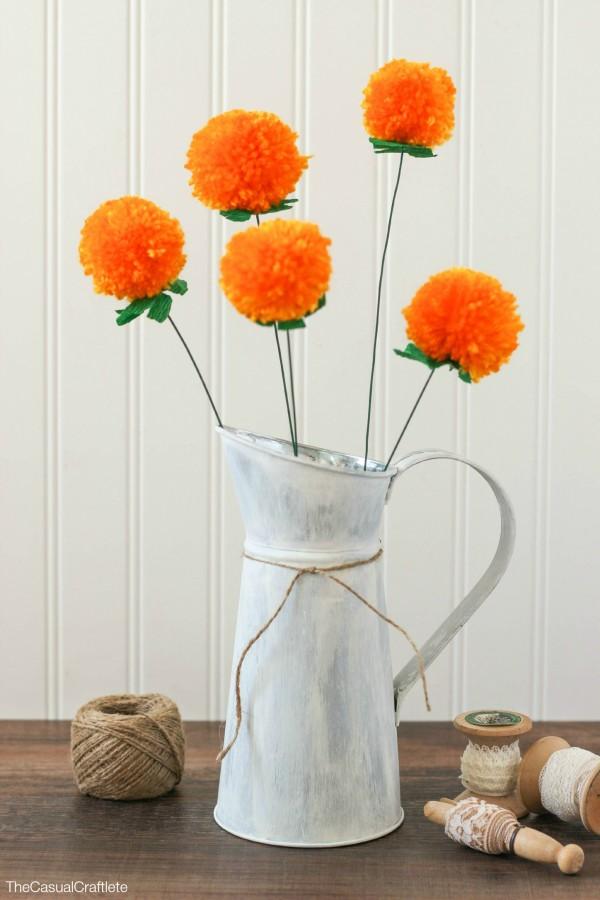DIY fuzzy pomdelion bouquet from yarn (via www.thecasualcraftlete.com)