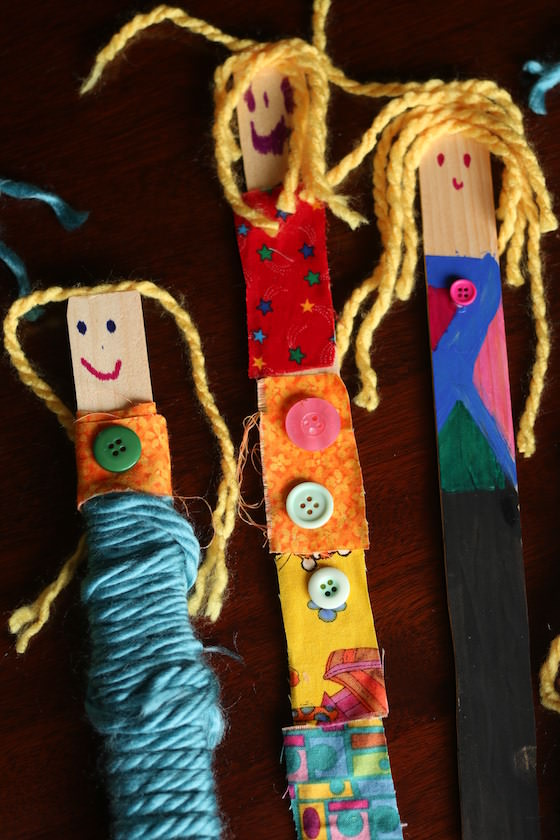 DIY paint stick dolls with yarn (via happyhooligans.ca)