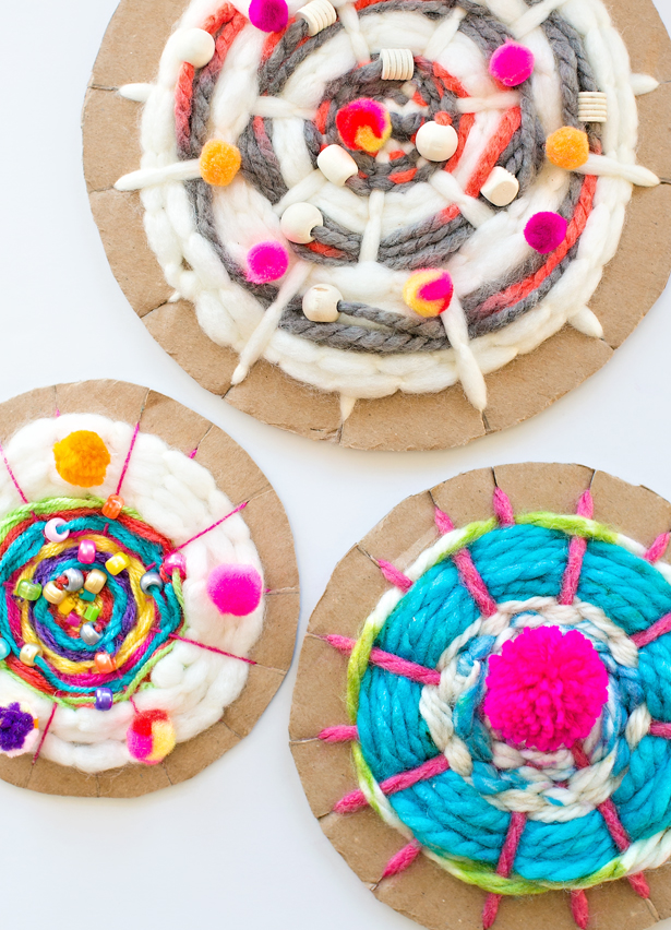 DIY cardboard circle weaving for kids (via www.hellowonderful.co)
