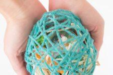DIY surprise Easter eggs of yarn