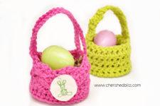 DIY mini crochet Easter baskets