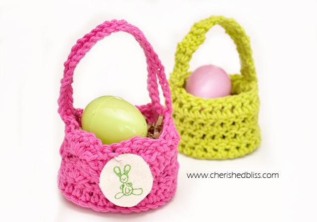 DIY mini crochet Easter baskets (via cherishedbliss.com)