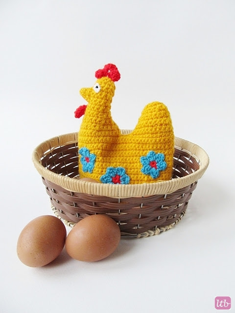DIY crochet hen egg cozy (via www.littlethingsblogged.com)