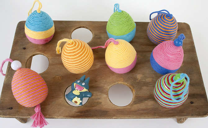 DIY yarn covered eggs for playing (via pysselbolaget.se)