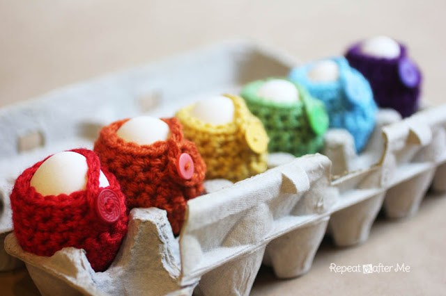DIY crochet egg cozy  (via www.repeatcrafterme.com)