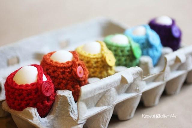 DIY crochet egg cozy  (via www.repeatcrafterme.com)