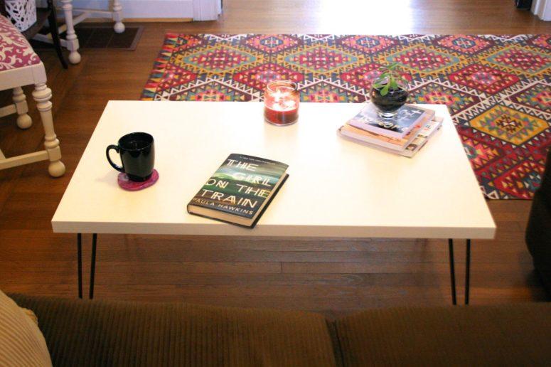 DIY Ikea Linnmon coffee table hack with hairpin legs (via www.thesurznickcommonroom.com)
