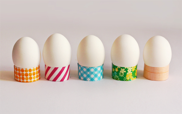 DIY washi tape egg holders (via howaboutorange.blogspot.ru)