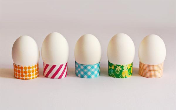 DIY washi tape egg holders (via howaboutorange.blogspot.ru)