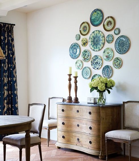 a symmetrical blue and green plate arrangement in the dining area
