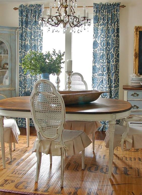 Spectacular shades of blue and some off whites for a dining space
