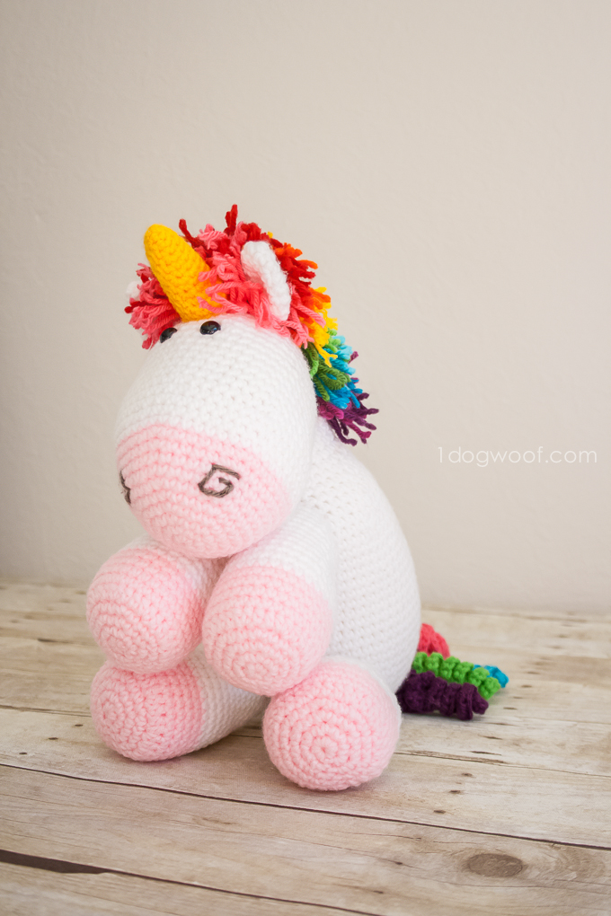 DIY colorful amigurumi unicorn (via www.1dogwoof.com)