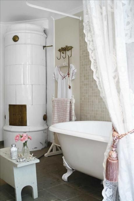 15 French Country Bathroom Décor Ideas - Shelterness