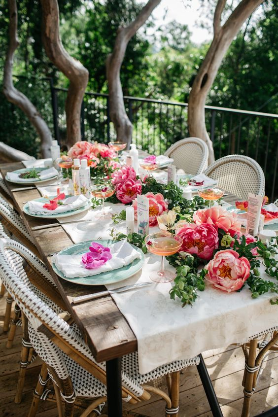 large bold peony table runner make it spriny and vivacious
