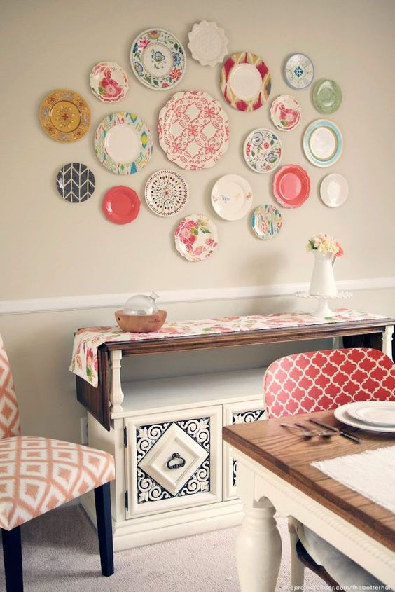 such a colorful plate composition will make a bold statement in a dining space