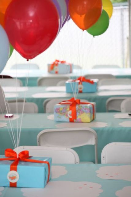boxes with balloons attached create a centerpiece, which doesn't take much space