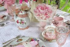15 pink, fuchsia and blush flowers echo with napkins and glasses