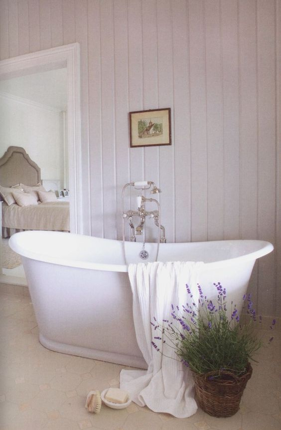 such a free-standing bathtub can also be a great choice