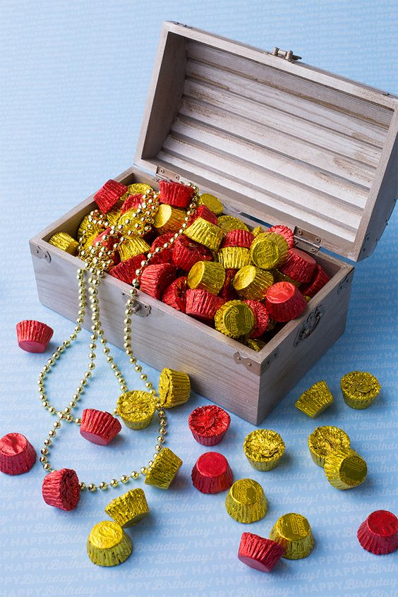 a treasure chest centerpiece with Hersheys