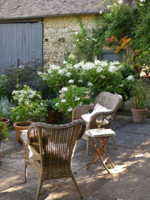 wicker furniture is true country style, and flood your outdoors with flowers