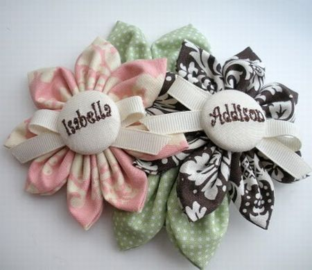 colorful DIY baby shower corsages (via www.modernbabyshower.net)