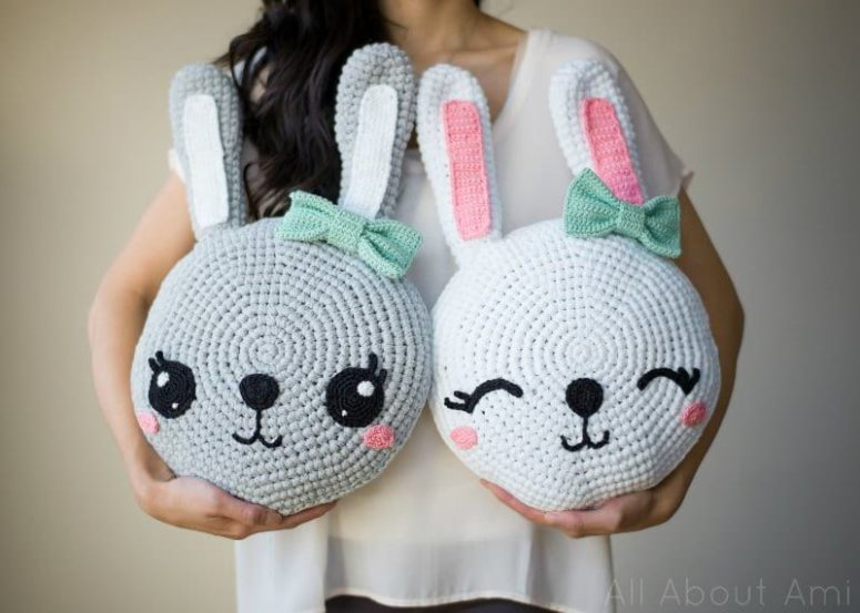 DIY amigurumi bunny pillows (via www.allaboutami.com)