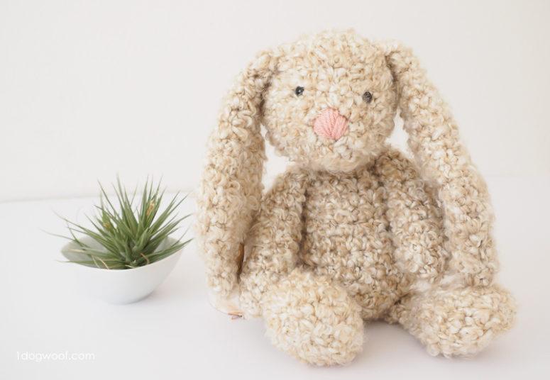 DIY stuffed amigurumi bunny (via www.1dogwoof.com)