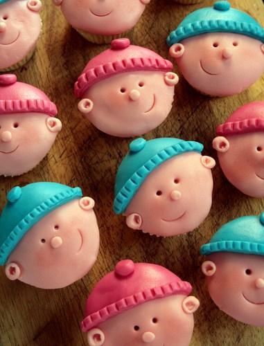 DIY baby face cupcakes (via www.butcherbakerblog.com)