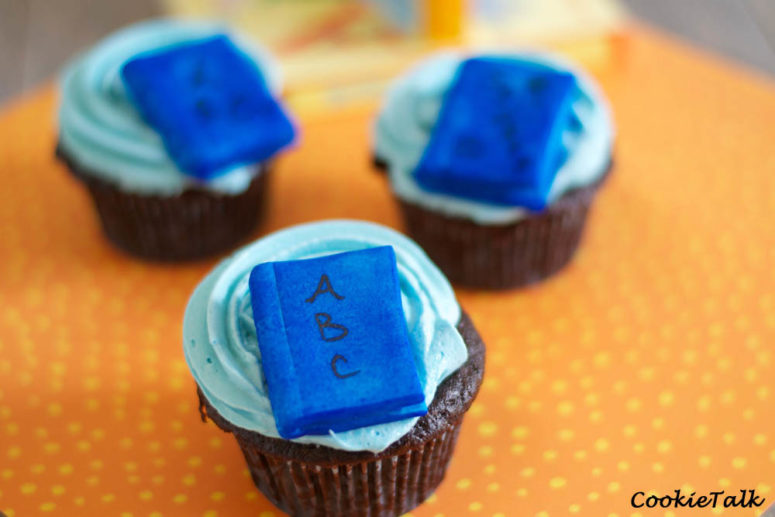 DIY baby shower cupcakes with ABC books (via https:)