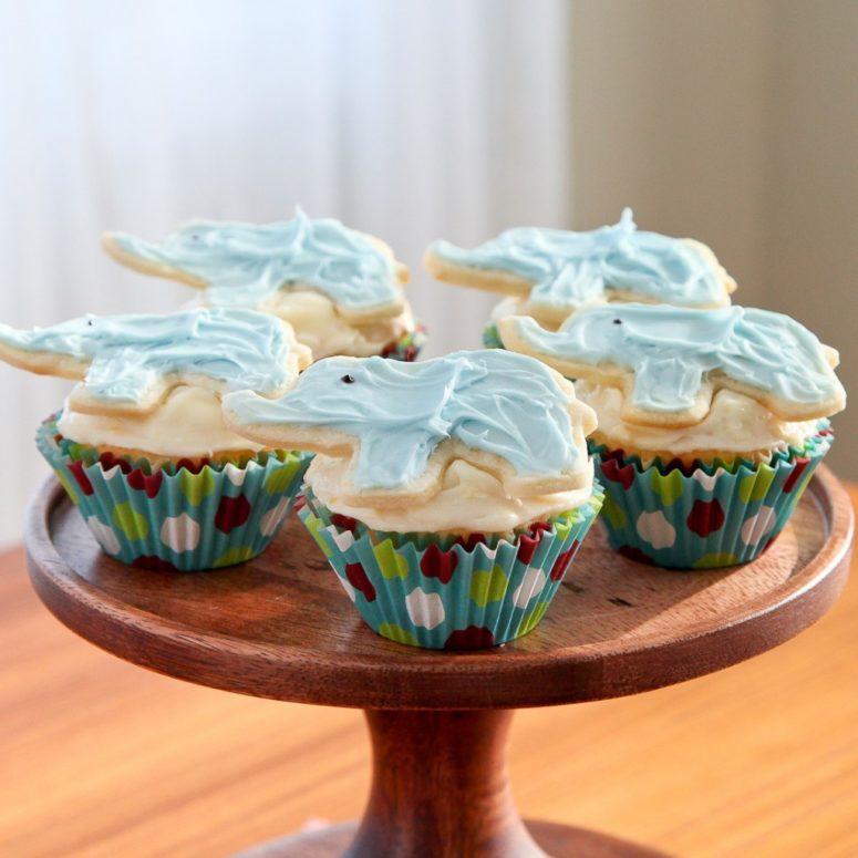 DIY strawberry lemonade elephant cupcakes (via www.snixykitchen.com)
