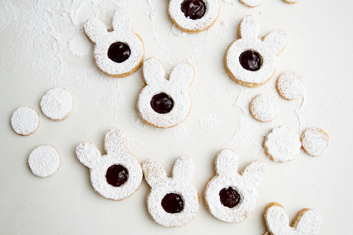 DIY Easter bunny Linzer cookies (via https:)