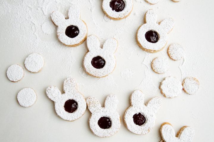 DIY Easter bunny Linzer cookies