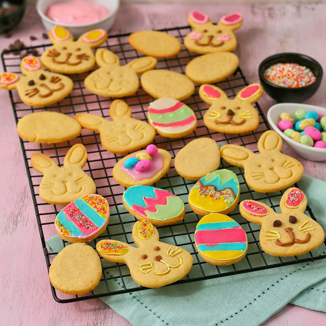DIY lemon Easter cookies (via cupcakesandcouscous.com)
